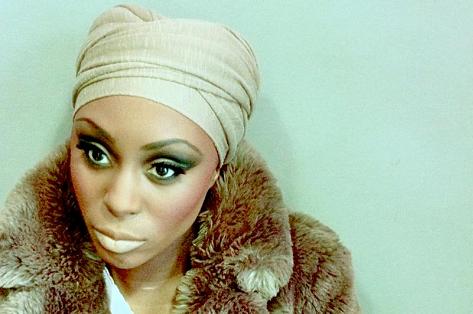 Laura_Mvula_headscarf-thumb-473xauto-10694